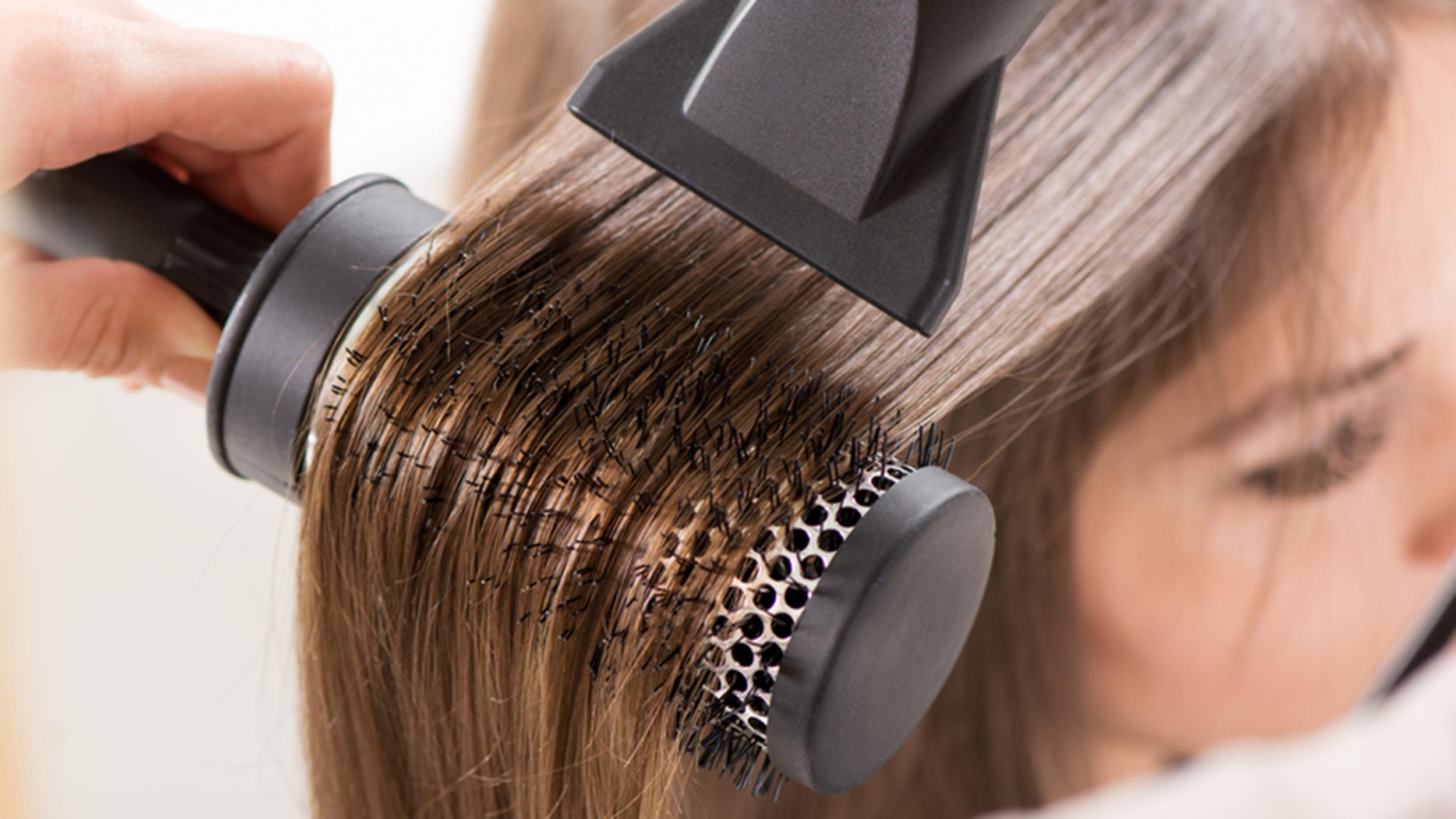 home-blowout-hair-drying-today-150408_2cec21158824b564f31ba9697b8d621b